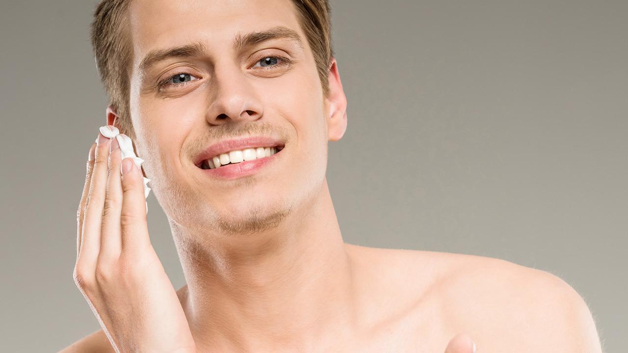 Which care cream does the modern man need - man applies cream