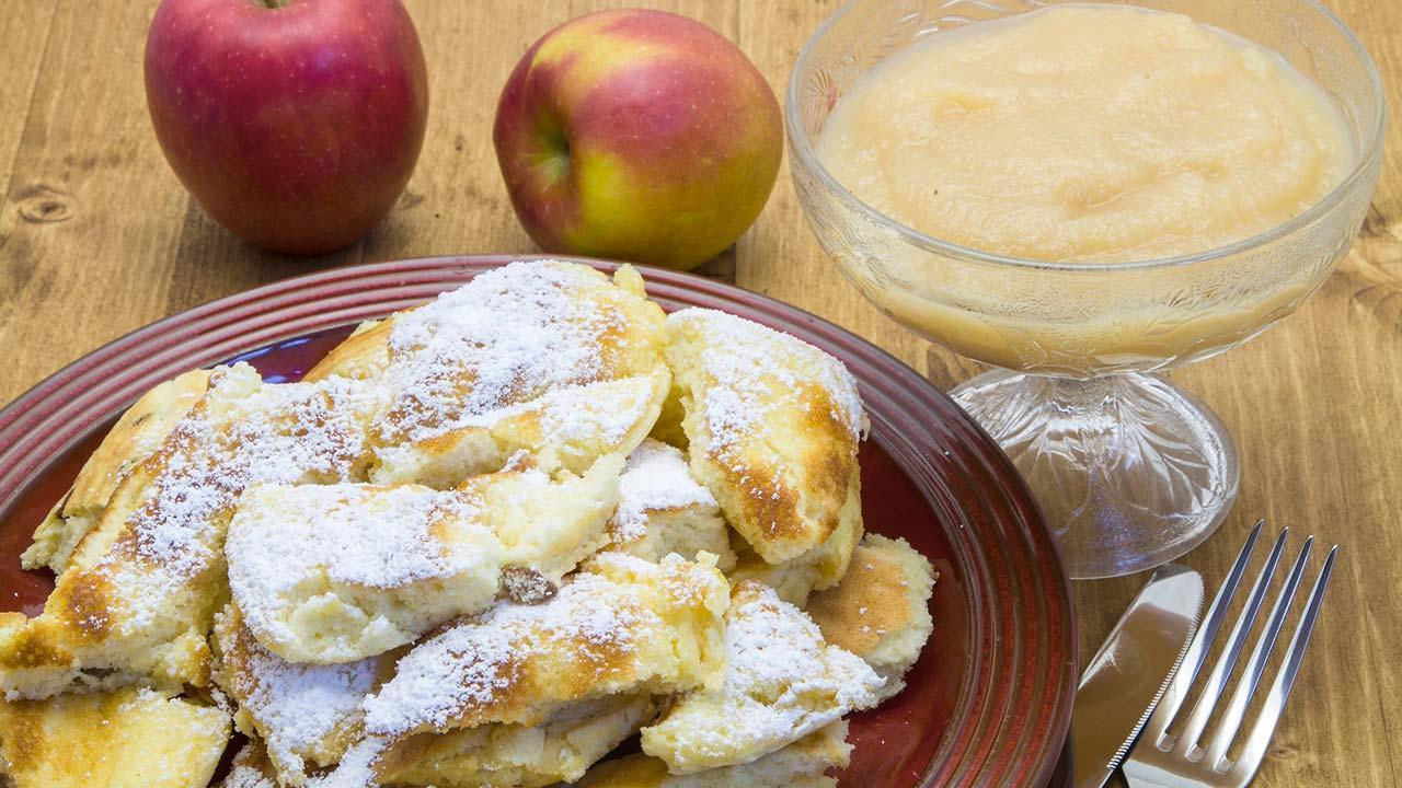 The best Kaiserschmarrn recipe - Kaiserschmarrn with apple compote