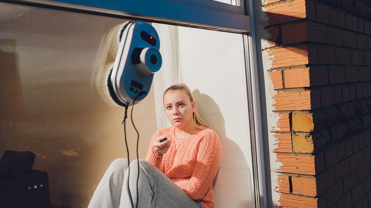Perfect for spring cleaning: Window cleaning robot - a window cleaning robot