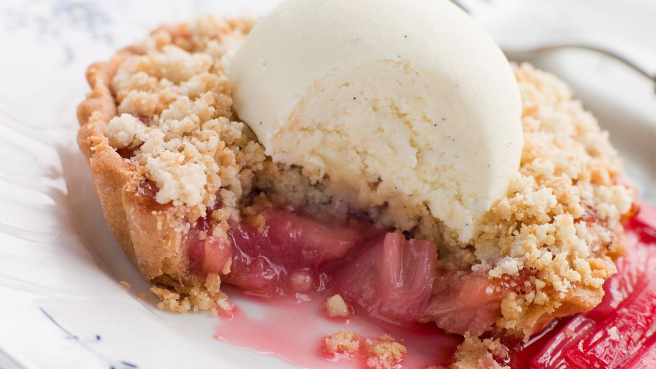 Delicious rhubarb recipes - Rhubarb Crumble Tart with vanilla ice cream