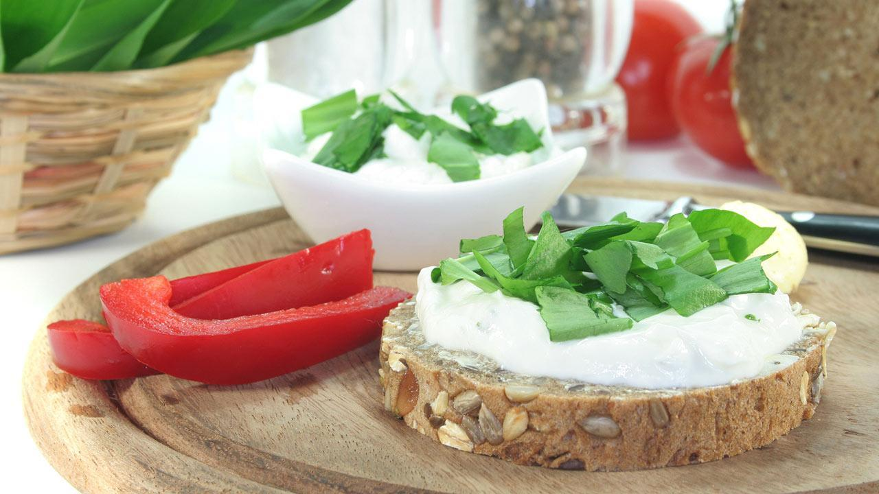The best wild garlic recipes - Wild garlic feta cream