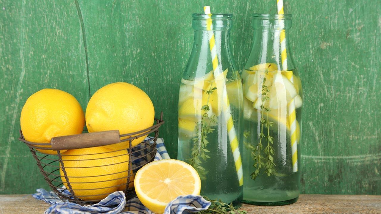 The detox cure detoxifies the body - lemon water