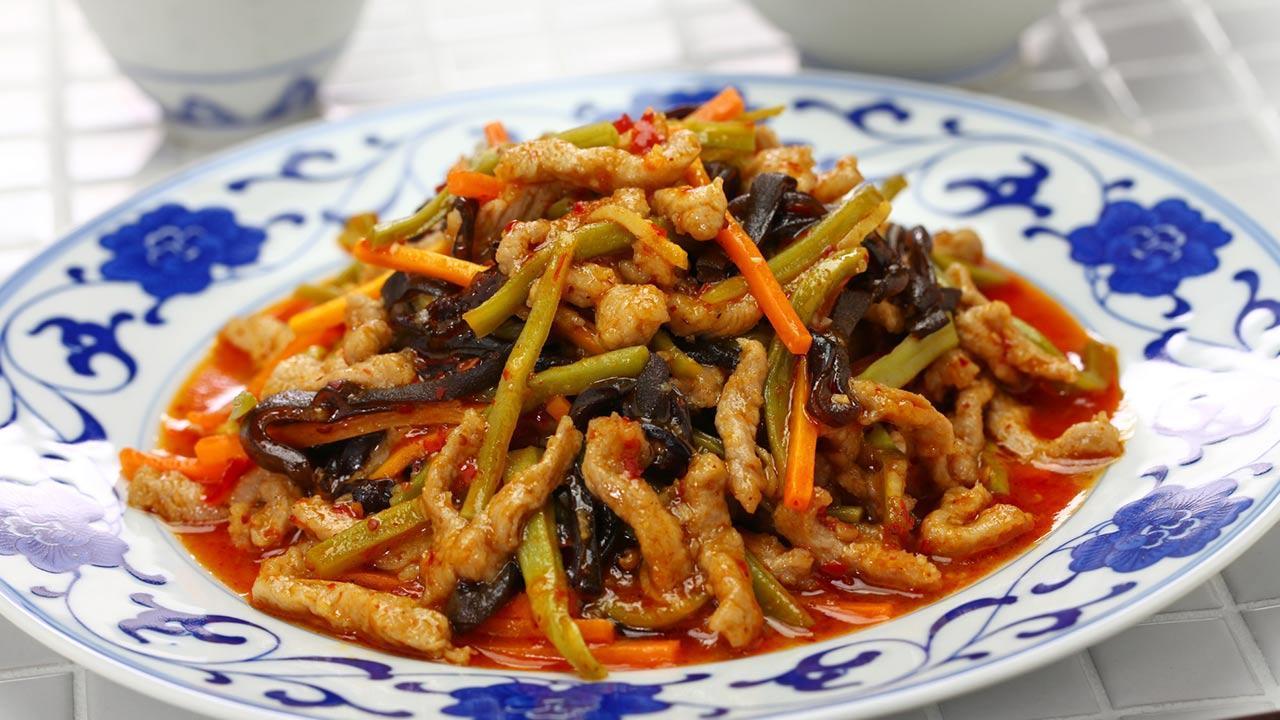 Celtuce the new trend vegetable - Sichuan shredded pork with Celtuce
