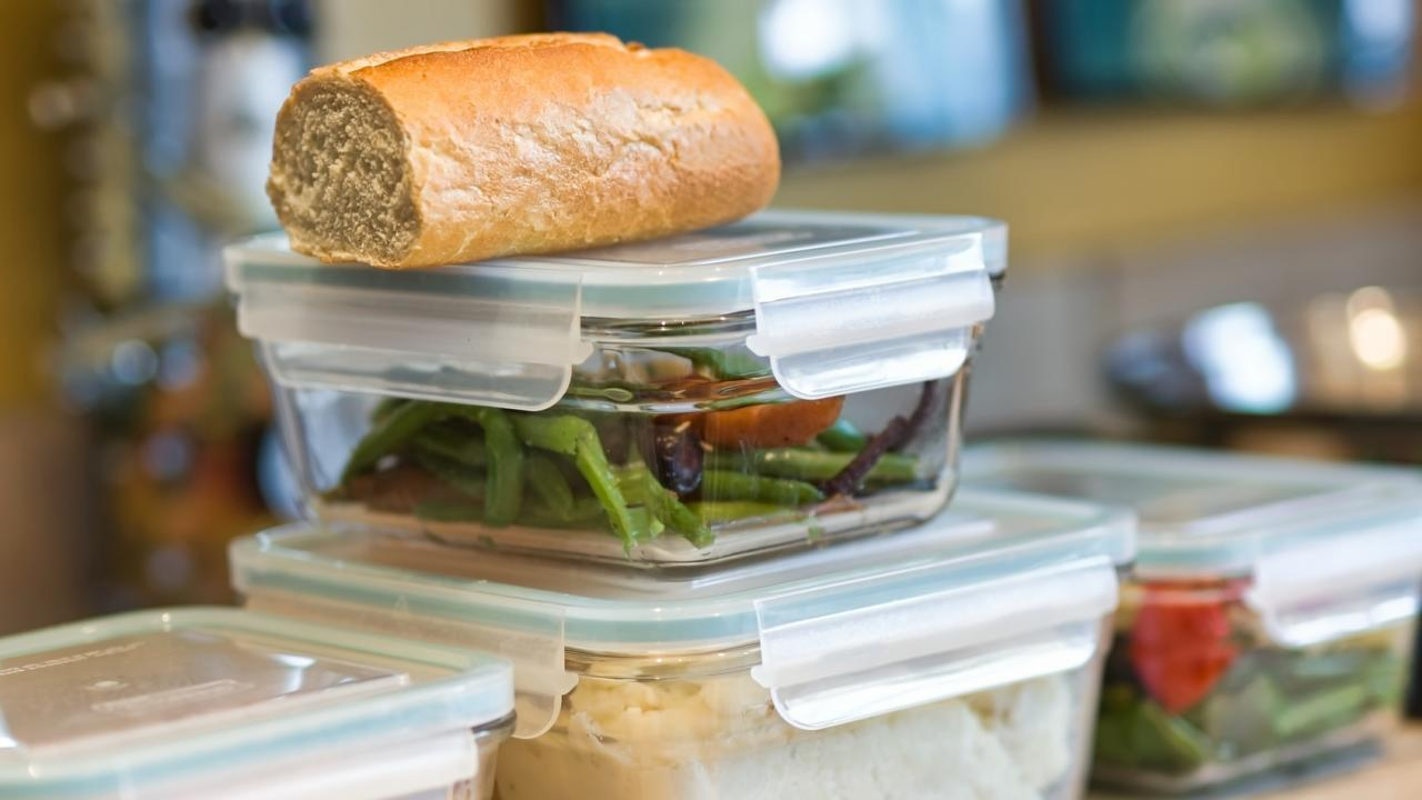 bread boxes made of plastic, glass or stainless steel ? / bread box made of glass