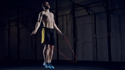 HIT- Training - Sport for at home / Man jumps with the rope