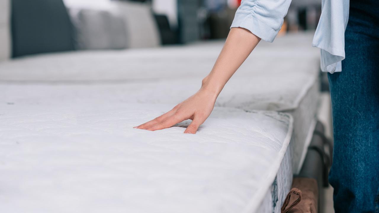 Tips against back pain - a good mattress / a mattress