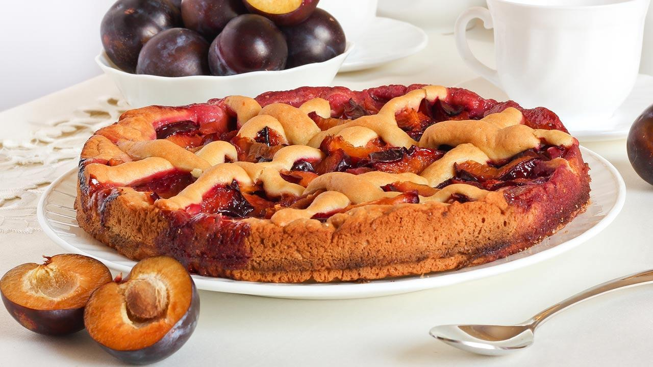 The most delicious plum cake - recipes / a homemade plum cake