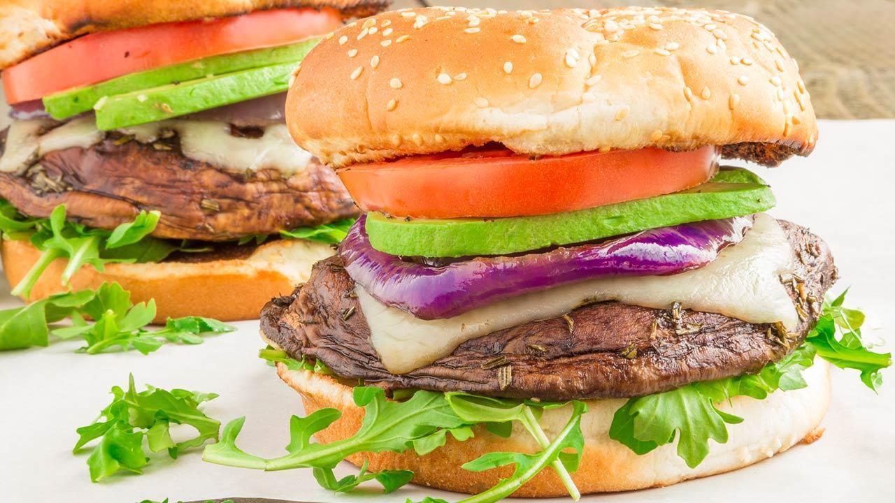 Portobello burger recipes / a homemade Portobello burger