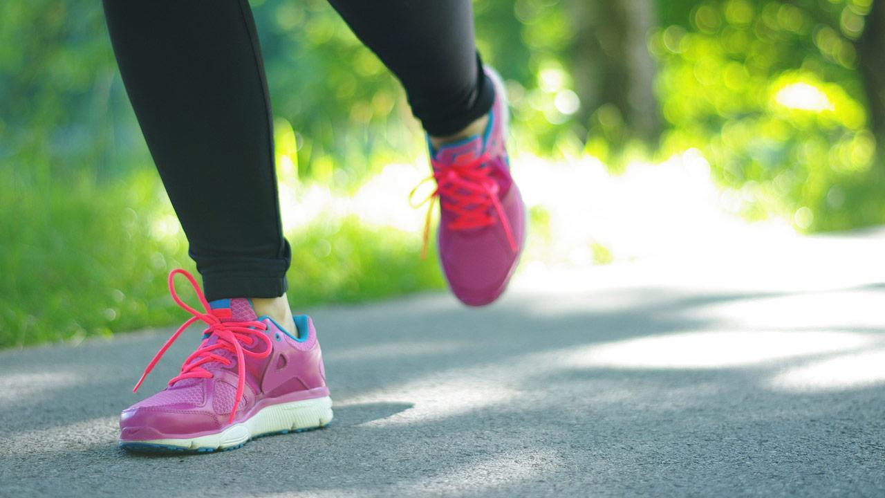 Choose the right running clothes - Women's running shoes