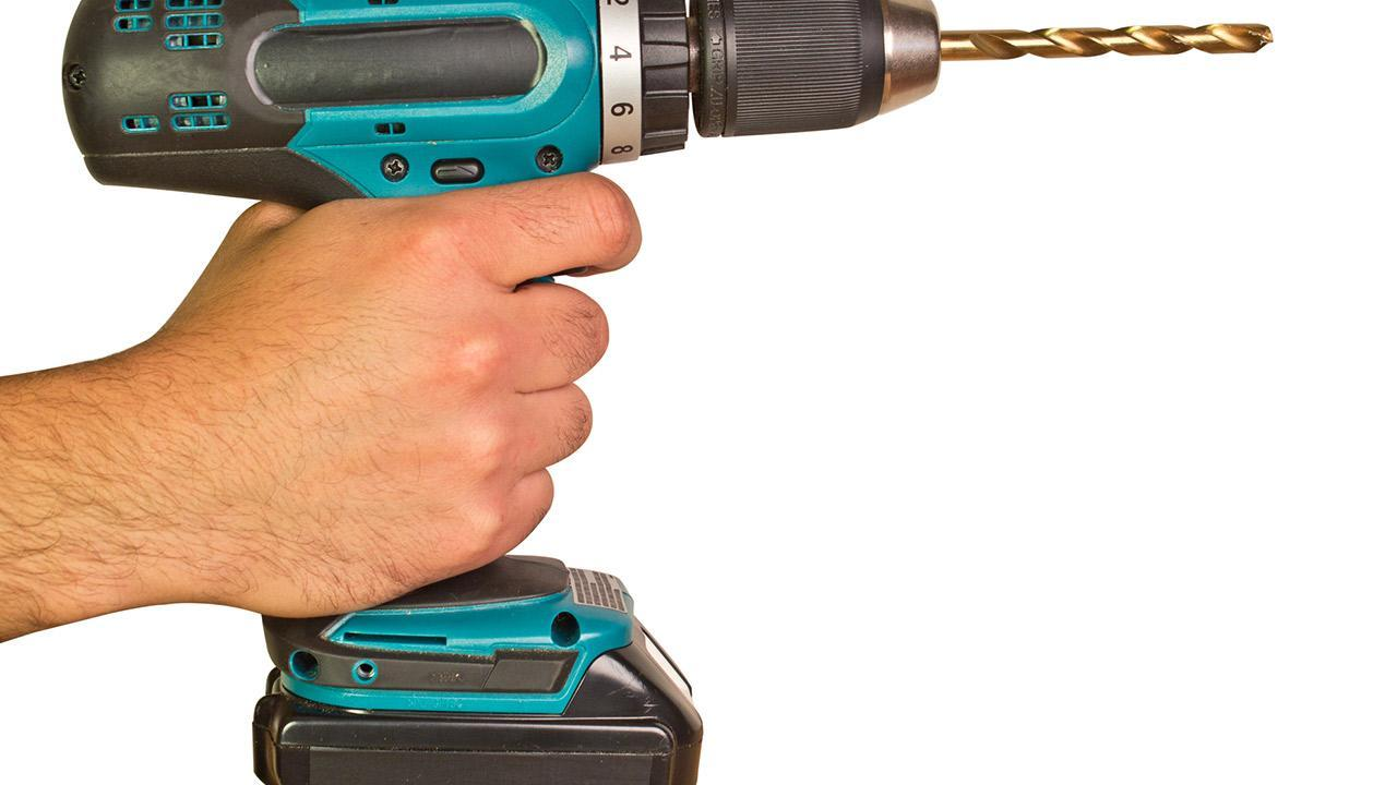 Battery tools for the hobby workshop / a cordless screwdriver