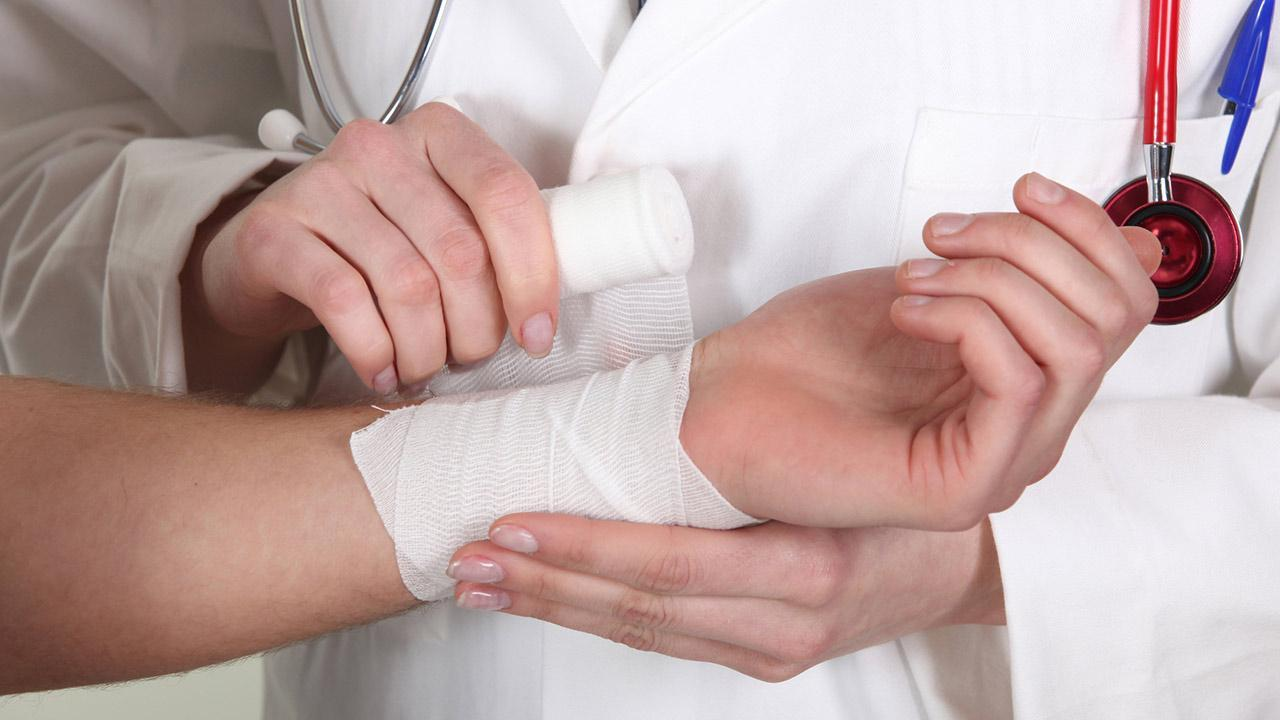Home remedy against burn injuries / a burn injury is connected