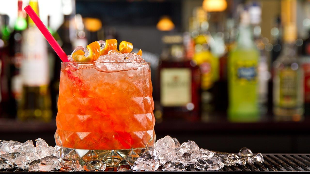 Planters Punch - Our long drink tip in September / Close-up of a Planters Punch with ice