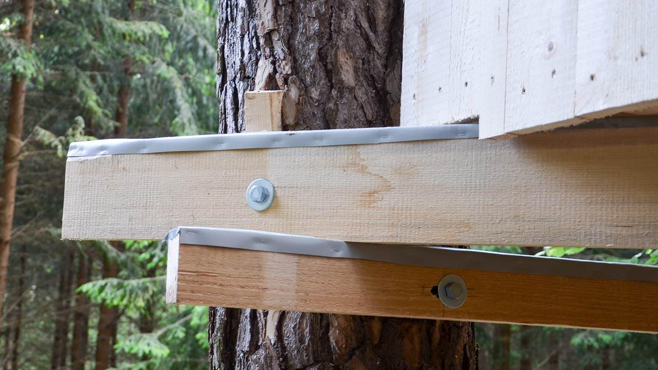 Tree house - From children's dream to the bedroom in the trees - beams