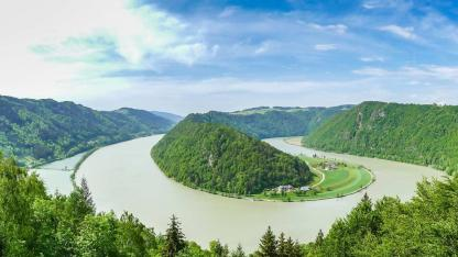Cycling tour along the Danube