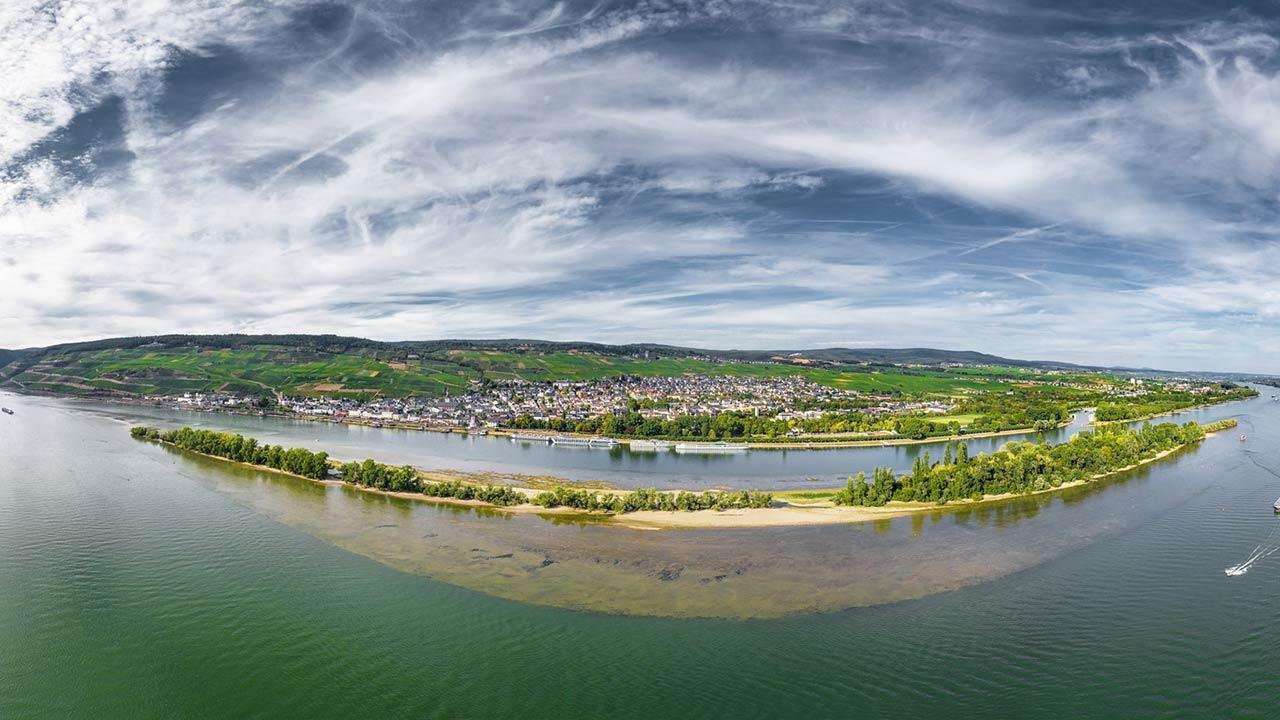 Canoeing on the Rhine - Aerial view Rüdesheim
