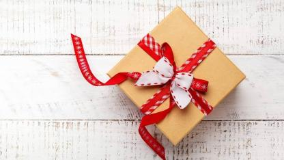Make creative gift wrappings yourself