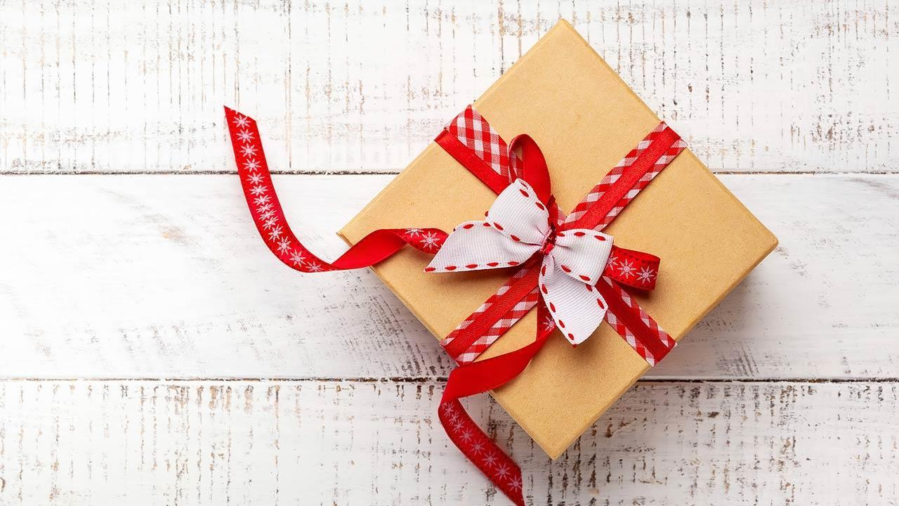 Make creative gift packaging yourself - use leftover fabric