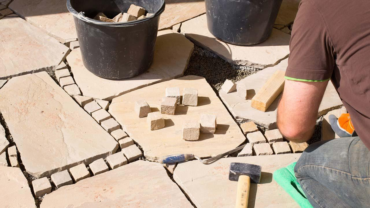 Tips for paving a stone terrace - Laying sandstone