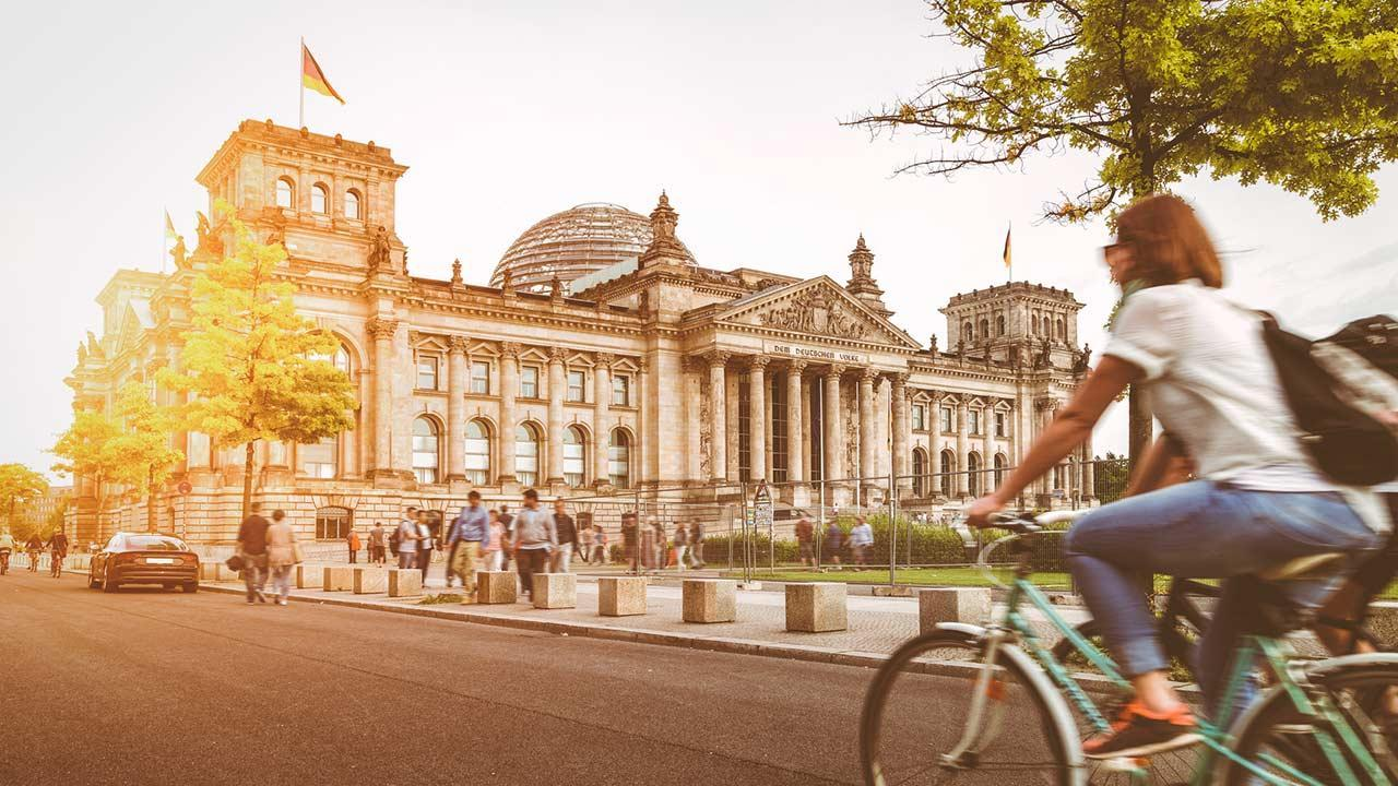 Explore the city by bike: Berlin - Reichstag