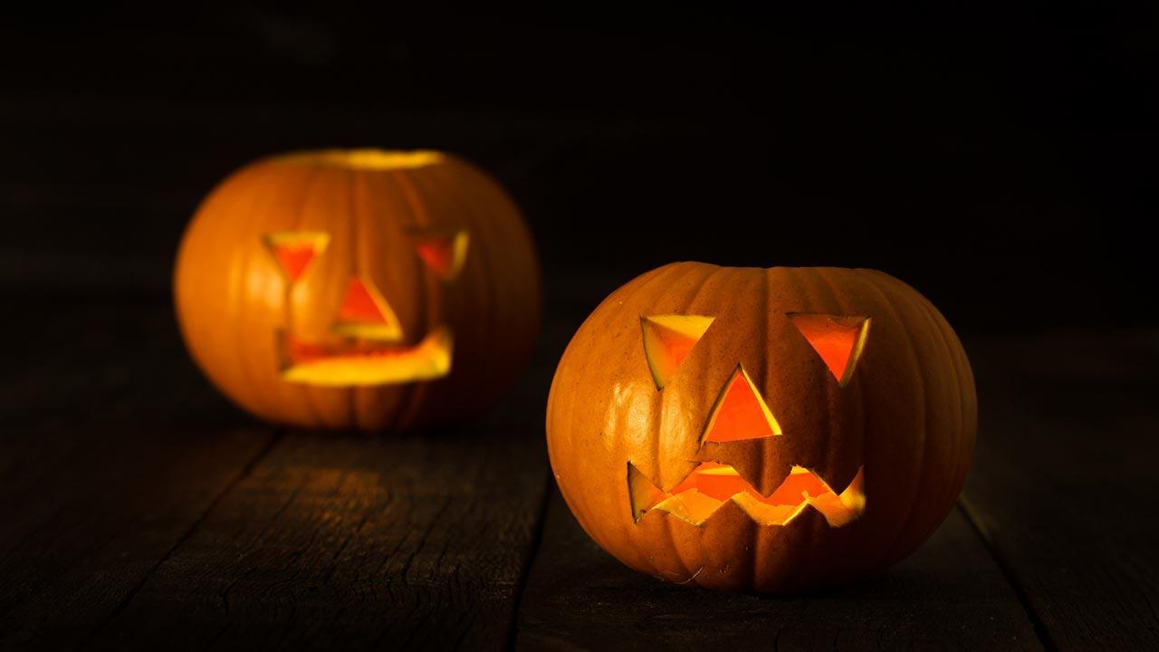 The most beautiful Halloween decoration ideas for garden and terrace - Pumpkin lamps